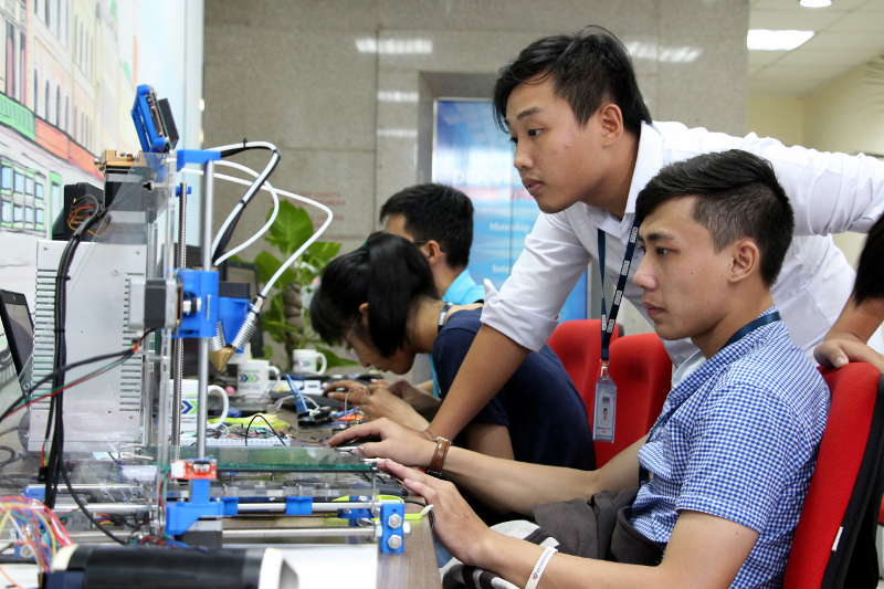 dek-technologies-vietnam-engineers