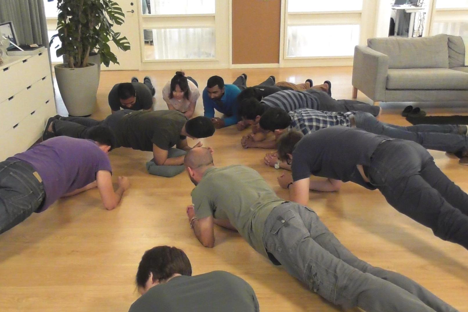 DEK Technologies Sweden planking participants